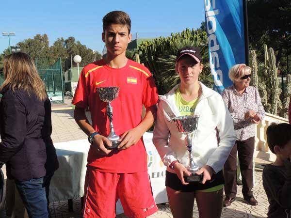 Jorge Barnuevo, finalista, y Alba Pedrero, campeona, en el Master del Circuito Alicantino